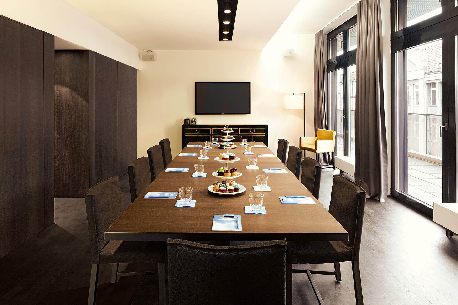 private business room in berlin mitte amano rooftop conference. Black Bedroom Furniture Sets. Home Design Ideas