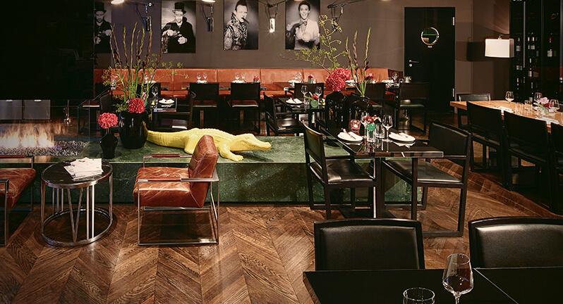 stylisch bar near berlin central station apartment bar. Black Bedroom Furniture Sets. Home Design Ideas